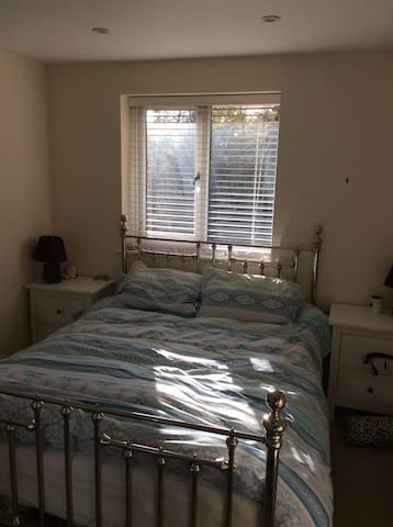 Modern 1 bed flat central crowthorne - Crowthorne - Lägenhet