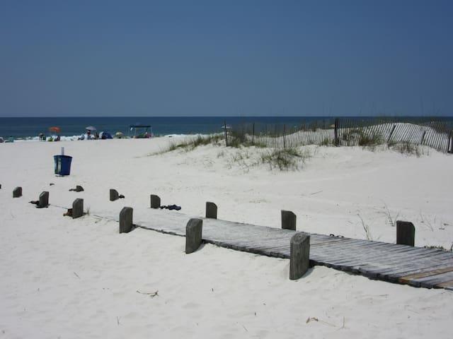 2BR/2BA Condo with great Gulf views! - Gulf Shores