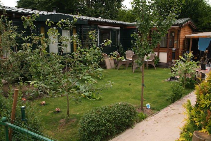 Lekker relaxen voor 2... in Ledeacker... Brabant - Eindhoven - Hytte (i sveitsisk stil)