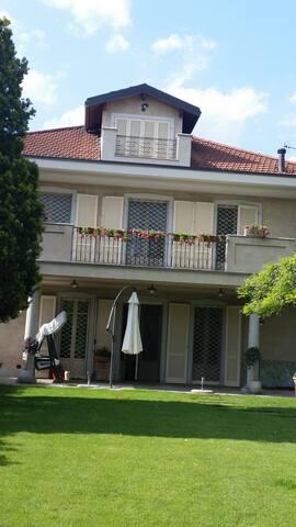 a due passi dal Castello di Stupinigi... - Vinovo - Villa
