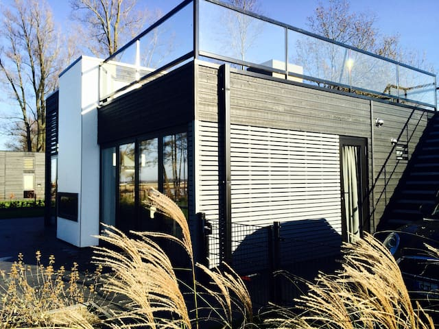 *NEU* Modernes Strandhaus direkt am Veluwemeer - Hulshorst