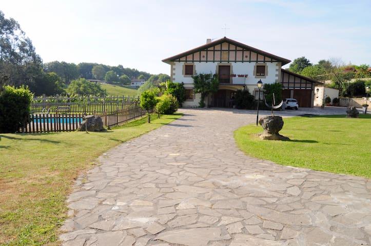 NATURE SURROUNDINGS AMAZING PLACE - Mendiondo - Huis