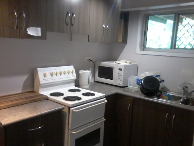 Share house at 16 Cilento crescent Douglas - Douglas - Hus