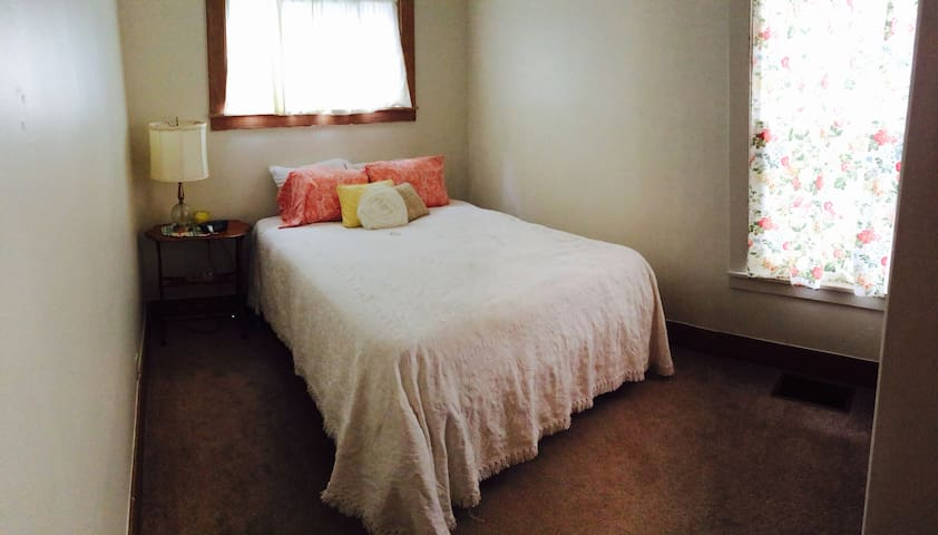 Private two-bedroom apartment - Watertown - Apartamento