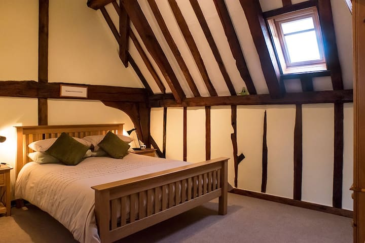 The Hayloft at The Tithe Barn - Sisland - Bed & Breakfast