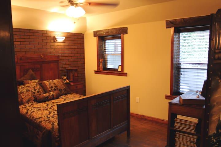 Charming vintage  village house - Fair Oaks - Dům