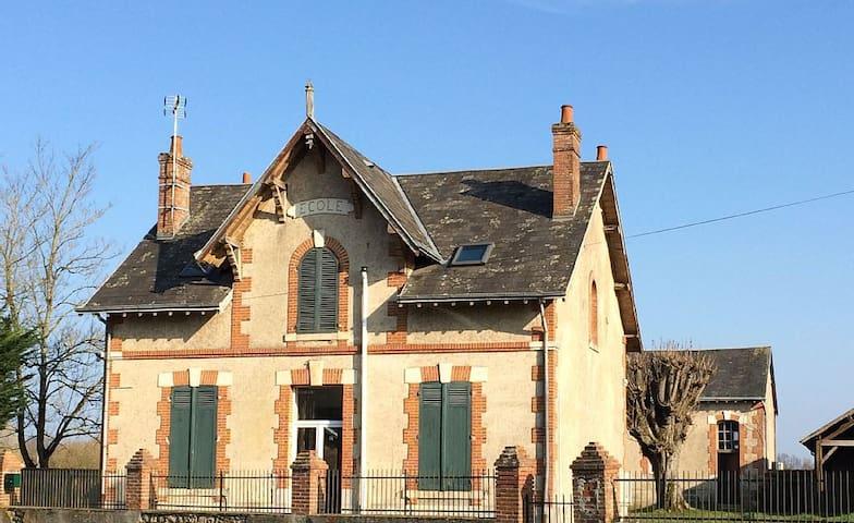 Ancienne école de la Bourgeoisière - Sury-aux-Bois - Hus
