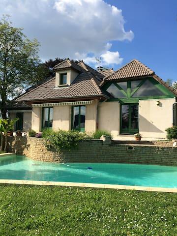 3 chambres maison piscine 12km Lyon - Fontaines-Saint-Martin - Casa