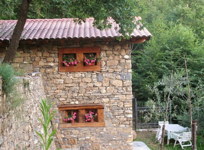 Romantic cottage in the woods - Imperia - Kulübe