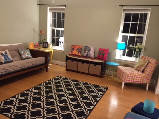 Private room in beautiful house wid wifi & parking - Marlborough - Casa
