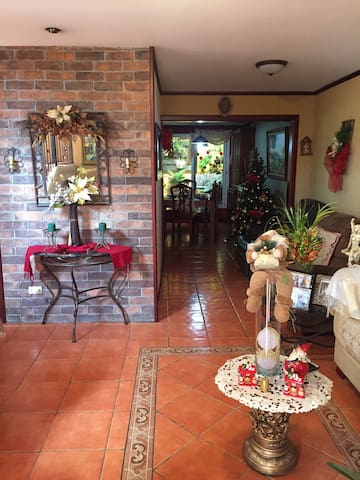 Room with great location - Alajuela