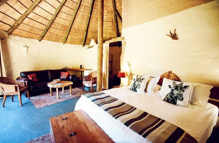 Chrislin African Lodge Orchard Hut with King bed - Addo - Bed & Breakfast
