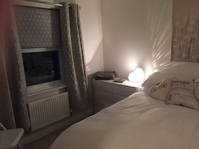 Beautiful room close to Bicester Village - Oxford - Hus