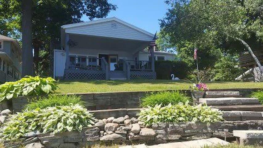 Cozy Lake Front Cottage - Jackson