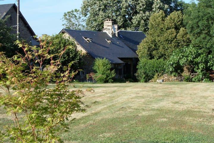 Maison de pays au cœur de la campagne - Orliac-de-Bar - Hus
