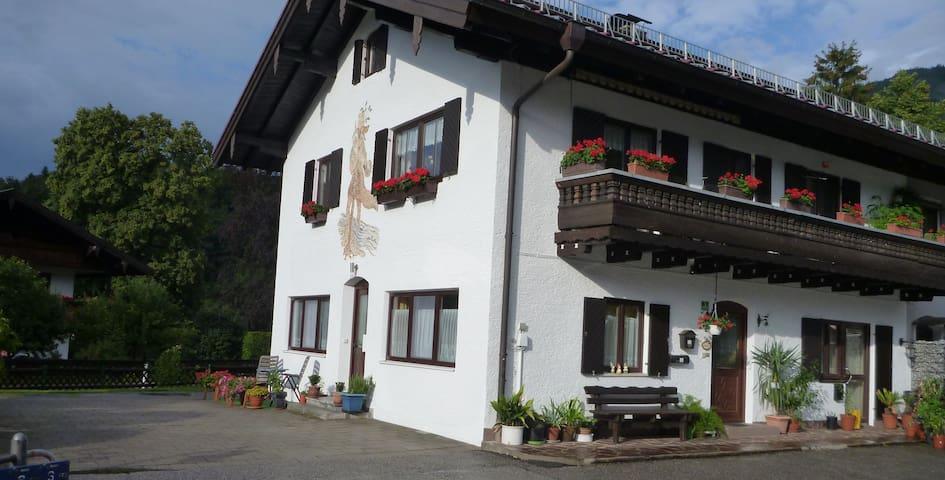 Privatzimmer in unmittelbarer Nähe zur Kampenwand - Aschau im Chiemgau - Apartment