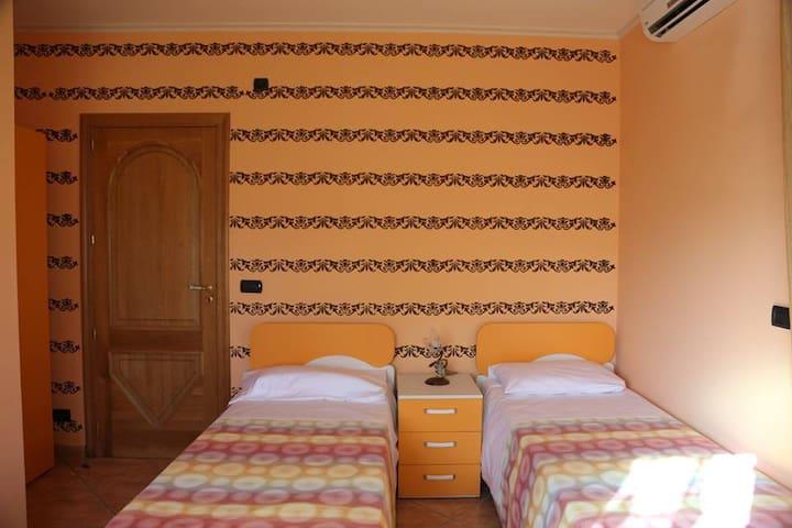 Villa Manno B&B Camera doppia  Artemisia - Barcellona pozzo di Gotto - Bed & Breakfast