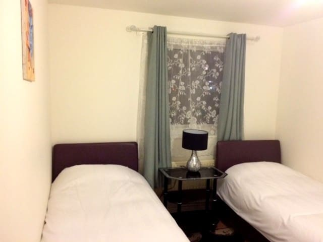Bright and Cosy Twin Room in Northolt - Northolt - Квартира