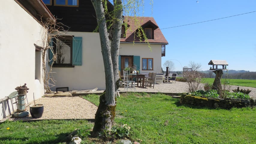 Country house with spectacular 360 degrees views - Beyssenac