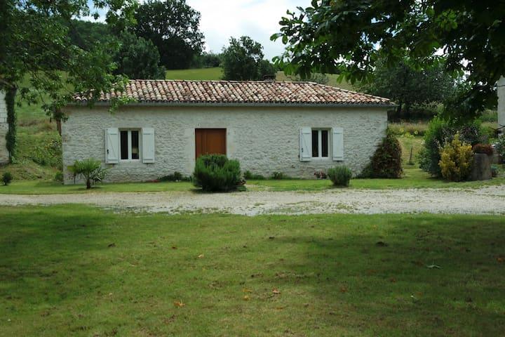 maison gascone rénovée dans une ferme tranquille - Beauville - Huis