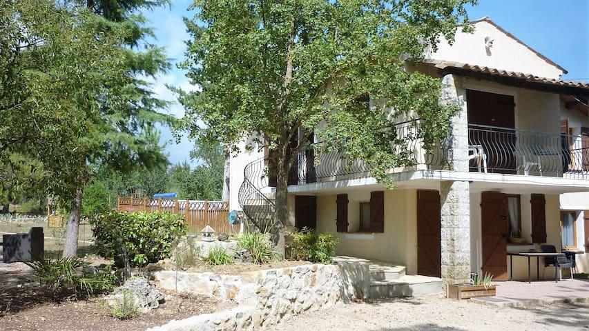 Gîte dans une maison de campagne proche du lac - Montauroux - Leilighet