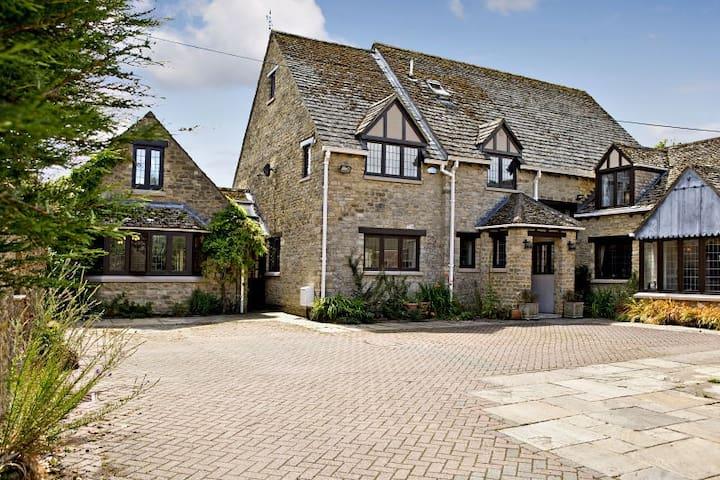 Large secluded family home - Kidlington - Bed & Breakfast