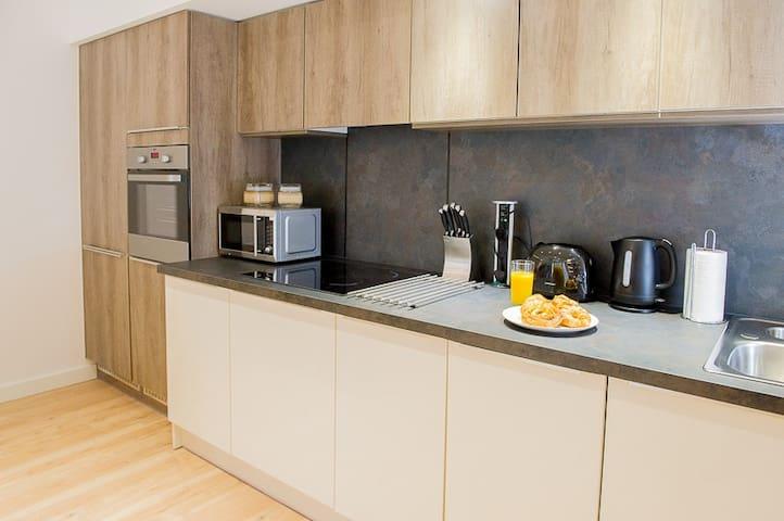 Modern 2 Bed/2 Bathroom Flat - West Drayton - Appartement