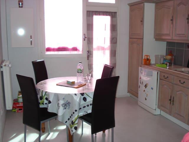 Jolie chambre dans bel appartement de 105 m2 - Cournon-d'Auvergne - Leilighet