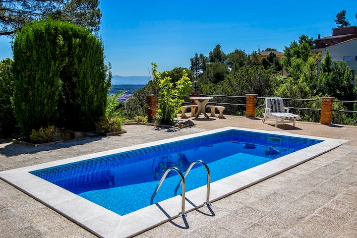 Villa Drac for 10, outside Bcn - Castellar del Vallès - Huis