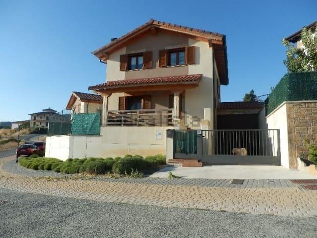 Residencia a 10min de Pamplona - Biurrun - Huis