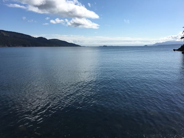Oceanfront Home in the pristine Gulf Islands - Pender Island - Hus