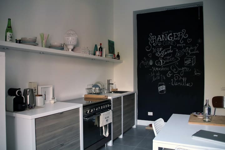 Cozy Apt. 2 mins to Metro - Sesto San Giovanni - Apartemen