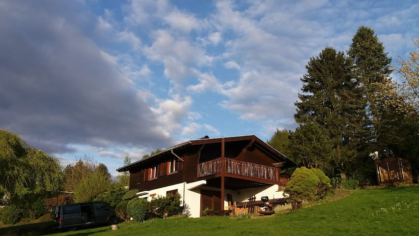Cosy cottage with view and e-mountainbikes - Schotten - Dom
