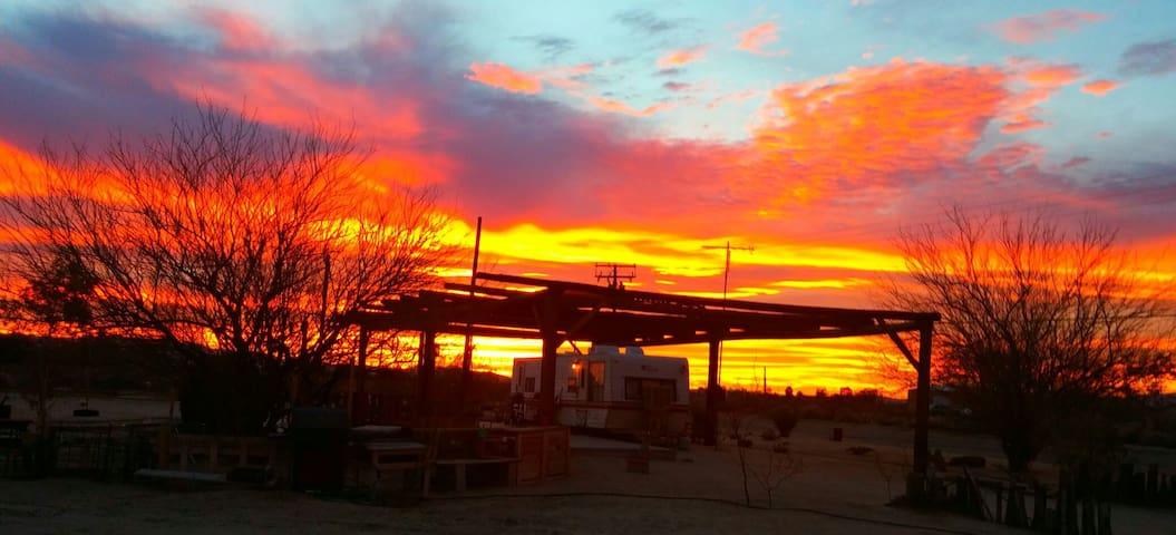 Mojave Desert Glamping - Newberry Springs - Bobil