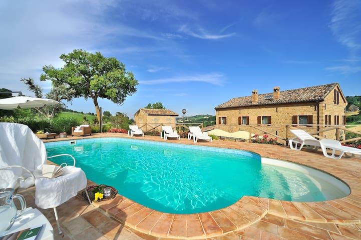 Circe wondeful villa with pool - San Ginesio - Rumah