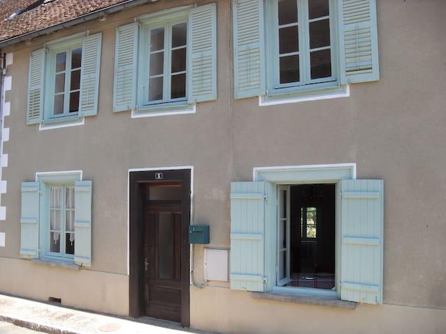 Charming House in Medieval Town - Saint-Germain-les-Belles - Adosado
