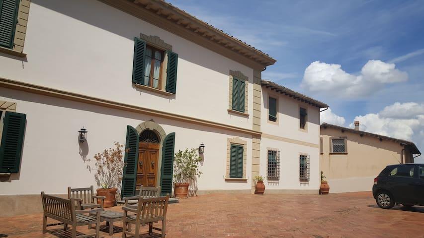 Staying in TuscanVilla: Room with private bathroom - San Miniato - Villa
