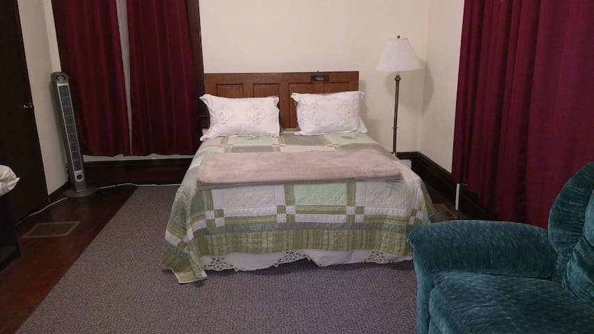 Roomy Studio - Grove City