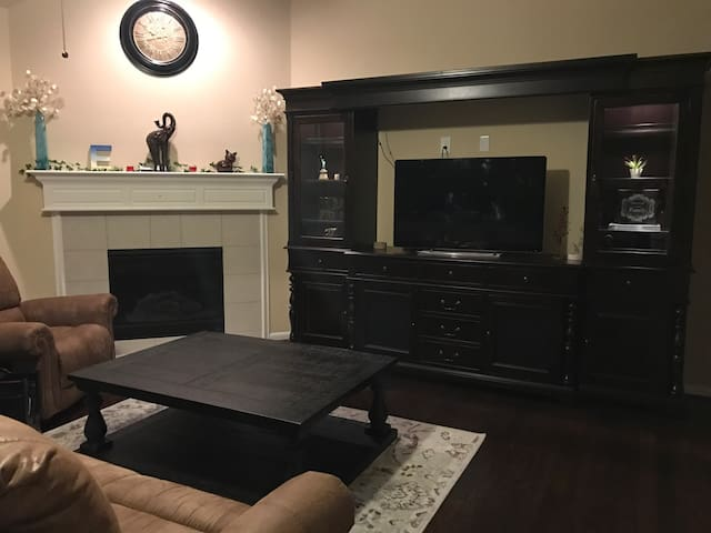 New Clean Private Room Near Downtown/IAH Airport - Humble - Casa