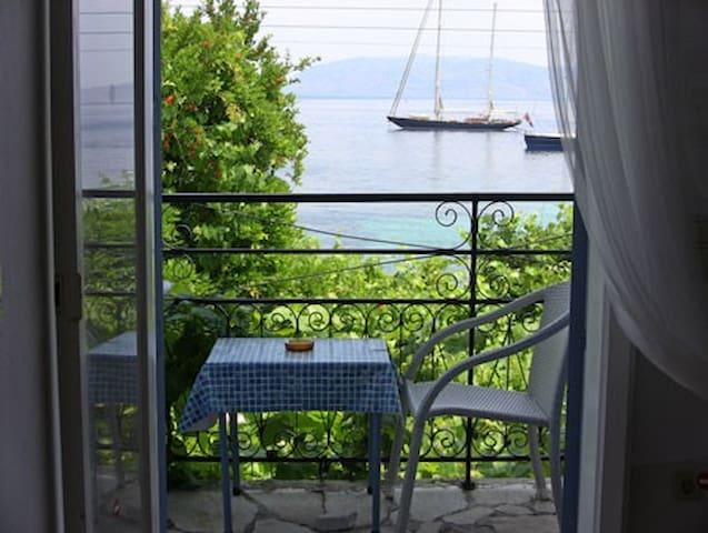 Sea Front apartments in Kalami Corfu - Kalami