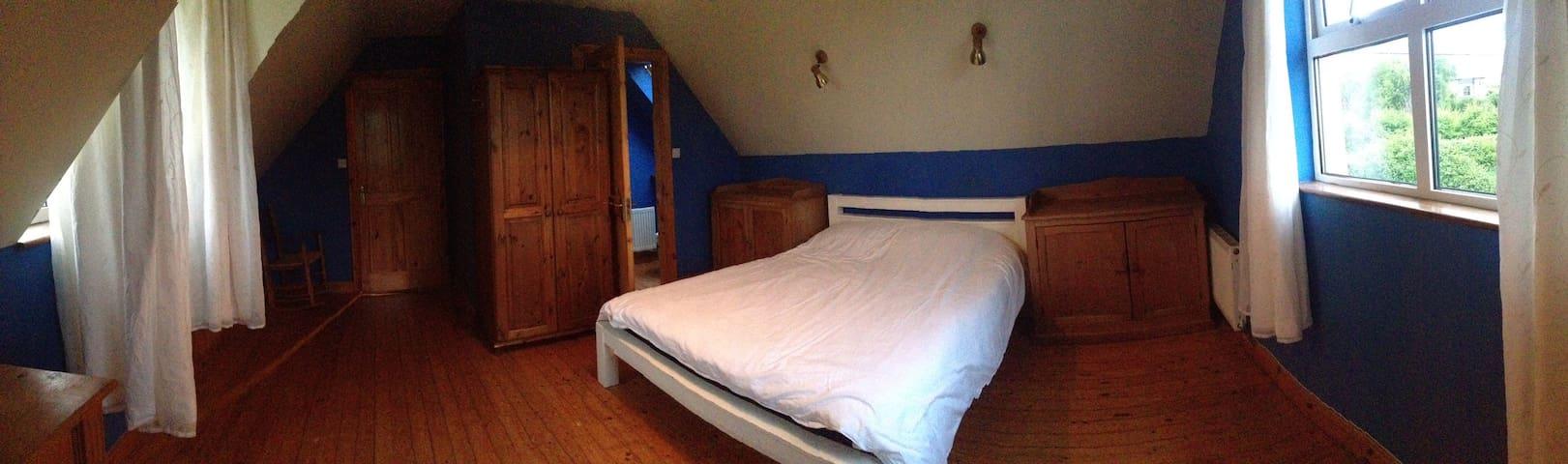 West Clare Killimer Ensuite Master Bedroom - Kilrush - Hus