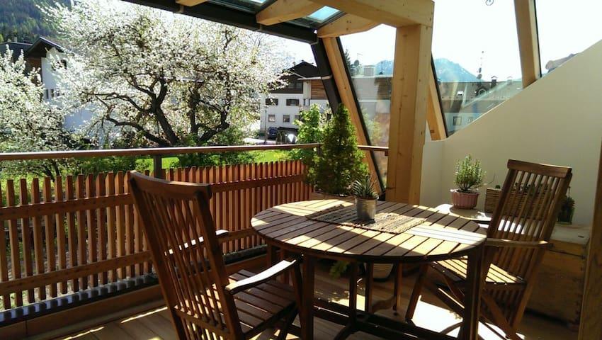 Modernes Appartement, mit sonniger Terrasse - Rasen-Antholz - Leilighet
