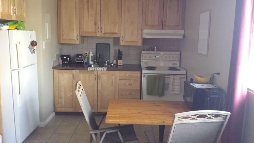 Bel espace logement près de tout - Sherbrooke - Daire