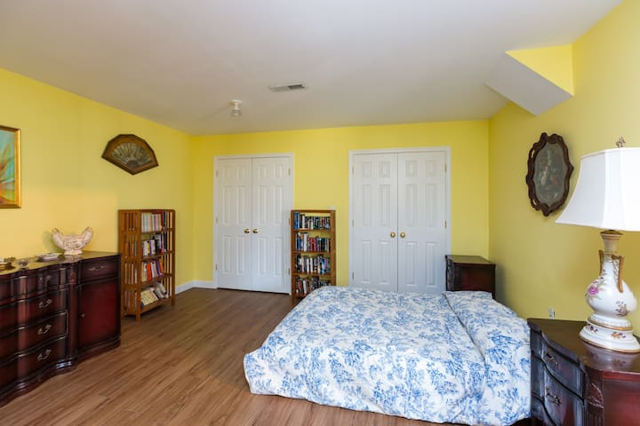 In-Law Apartment in large country house. - Earlysville