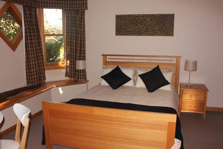 Esk Room - The Turret House - Trevallyn - Bed & Breakfast