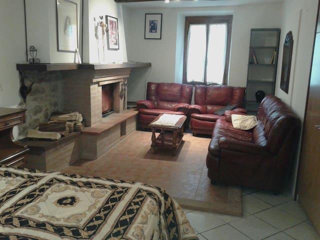 Cozy apartment in the old town-near train station - Bagni di Lucca - Apartmen