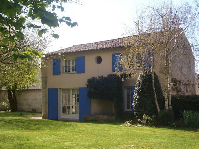 LE CLOS ROCHELAIS - La Jarne - Casa