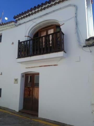 Authentic wooden village house - Castaño del Robledo - Haus