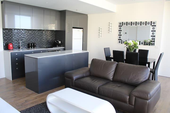 Luxury 2 Bed / 2 Bath Apartment - City Fringe - Walkerville - Appartement