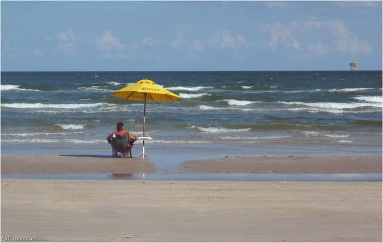 Quiet, Cozy Condo w/Balcony, 5 Minute Walk to Gulf - Corpus Christi - Kondominium